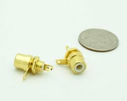 GOLD RCA JACKS 2 AUDIO {R/W} 1 VIDEO {Y}